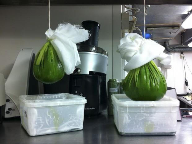 L'Autre Pied kitchen, preparing parsley oil