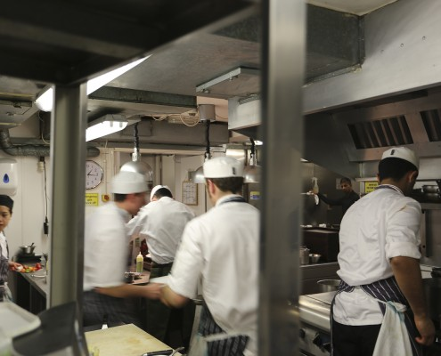 L'Autre Pied kitchen, intense working