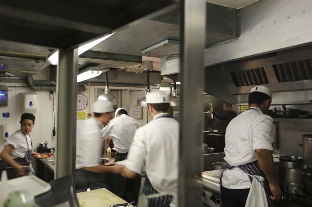 L'Autre Pied kitchen, intense working